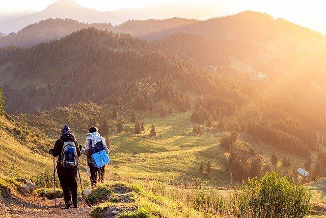wandelaars in de bergen